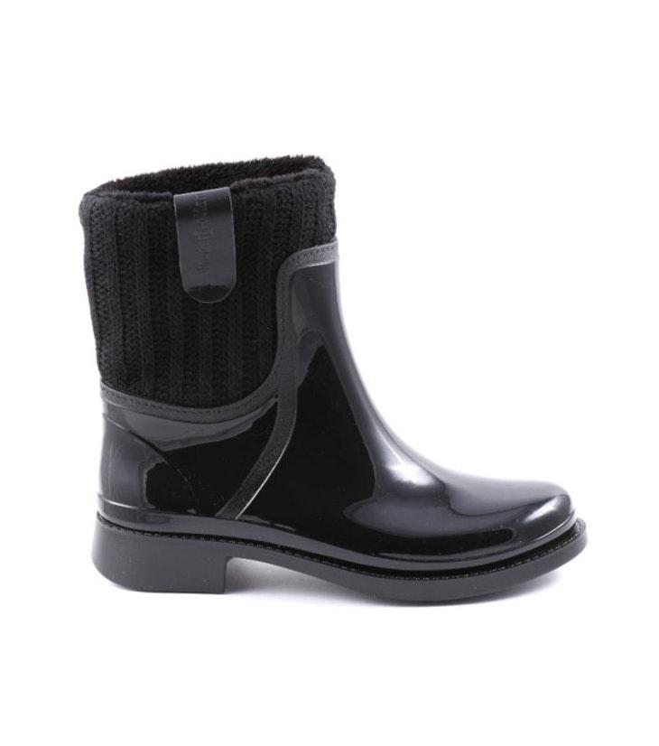 04f4bf14a43 Los botines negros que no pueden faltar en tu zapatero